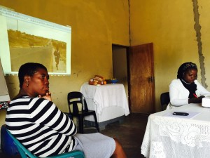 Sizzy Ngobeni facilitating discussion about a photovoice picture